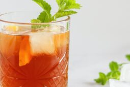 Het ideale zomerdrankje, de homemade Shaken Ice tea mix van Blend tea – inclusief kortingscode